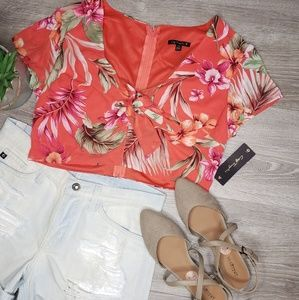 City triangles NWT tropical crop top size 13
